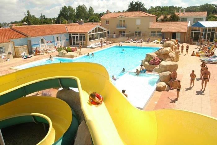 Réservez un emplacement dans un camping avec toboggan en Vendée