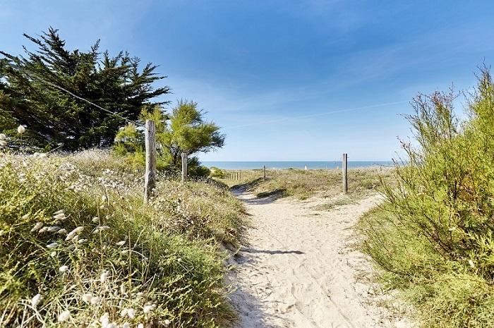 accès au bord de mer via un sentier