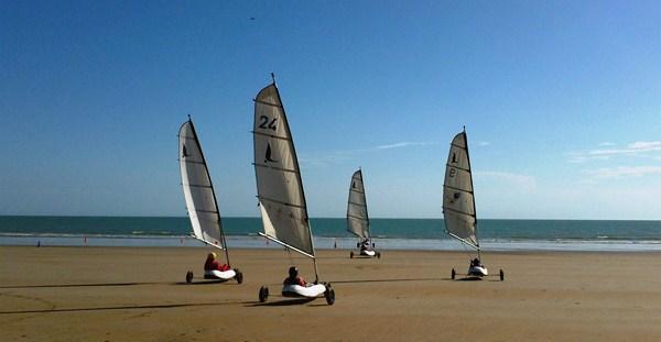 plage de sable proche du camping
